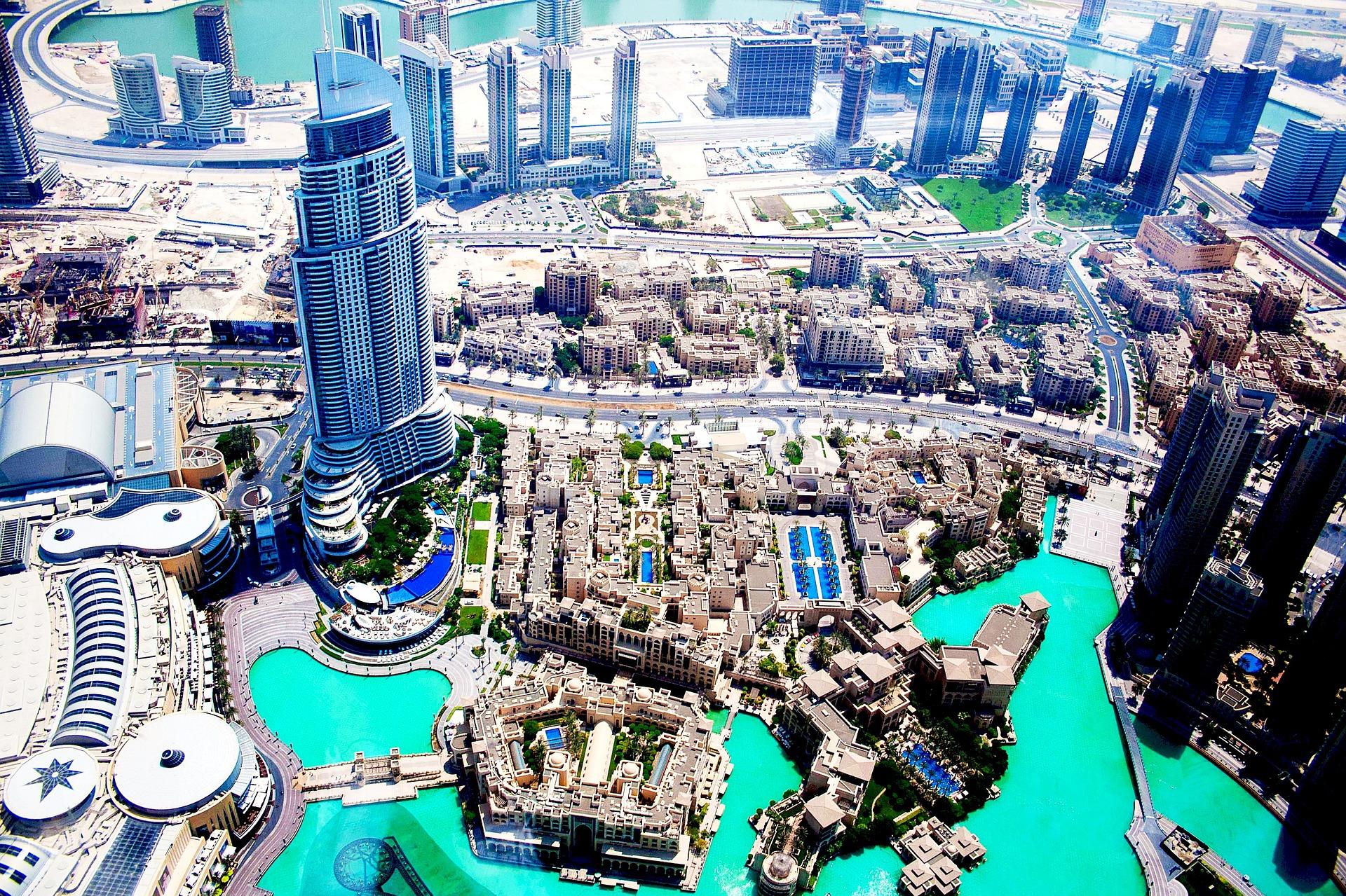 Gyvenimas Dubajuje: viza, valiuta, darbo laikas, arbatpinigiai, elektros įtampa
